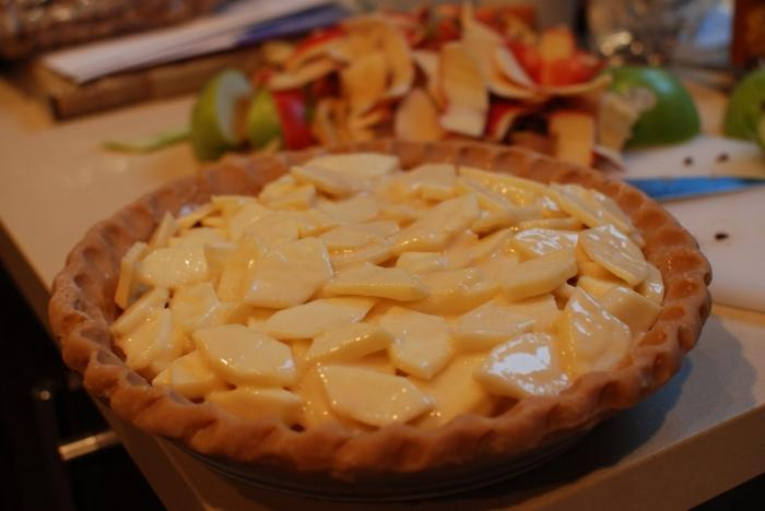 Delicious dessert - charlotte on sour cream with apples